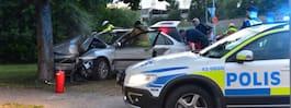 Personbil kraschade rakt in i träd efter jakt