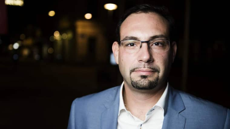"""GT.se avslöjade på torsdagen hur Göteborgspolitiker i överförmyndarnämnden får 57 660 kronor i månaden i arvode för att sitta i överförmyndarnämnden. Nu kan GT.se avslöja att tjänsterna i överförmyndarnämnden använts som """"morot"""" i det politiska maktspelet i Göteborg. Men trängselskattemotståndaren och kommunfullmäktigeledamoten Theo Papaioannou sa nej: """"Alla vill inte bli köpta."""" Foto: Robin Aron"""