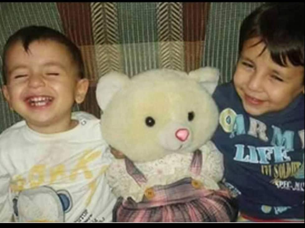 Aylan Kurdi, här med femårige brodern Galip, försökte fly från kriget till ett bättre liv – det blev hans död.