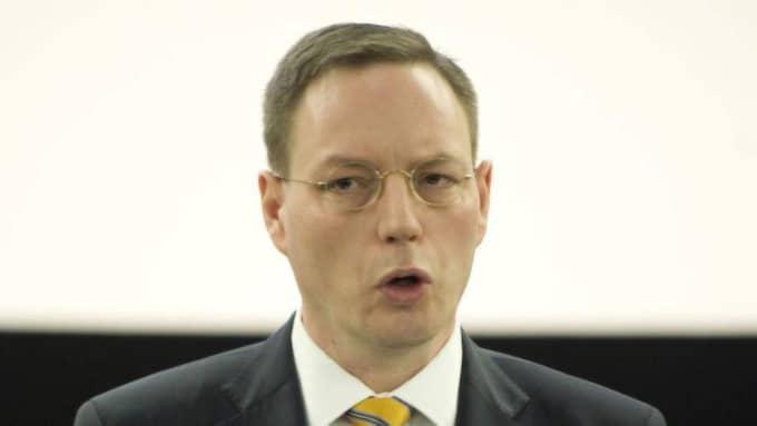 Informationsdirektör Erik Lagersten (t v) vill inte kommentera varför Orion inte är på plats.