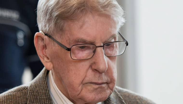 Rättegången inleddes i torsdags och Reinhold Hanning har hittills vägrat att uttala sig. Han säger sig också vara oskyldig till anklagelserna. Foto: Bernd Thissen/Epa/TT