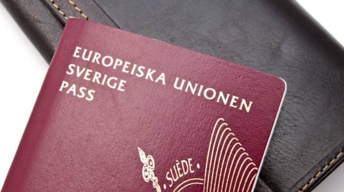 Han försökte smuggla ut 31 stulna pass - gömda i en mikrovågsugn. Foto: Ingvar Bjork