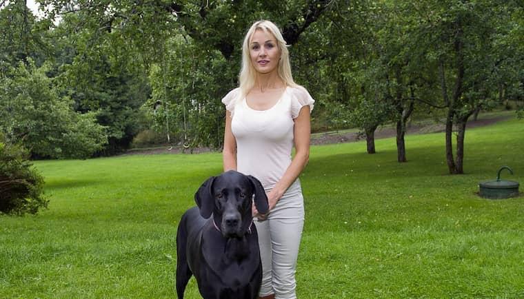"""En privatperson har i en polisanmälan uppgett att Åsa Wihlbeck, känd från tv-programmet """"Dr Åsa"""" i SVT, släppt lös sin stora svarta hund den 4 maj i år. Foto: Suvad Mrkonjic"""