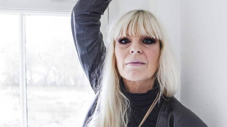 sexiga linnen äldre kvinna yngre man
