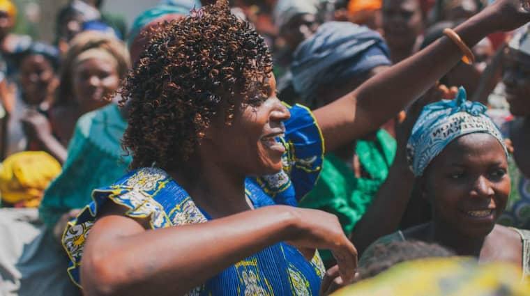 Mama Jeannette Bindu-Kahindo är chef på ett kvinnocenter i Masifi i östra Kongo och räds varken rebelledare eller sitt eget liv i jobbet. Foto: Emanuel Eddyson