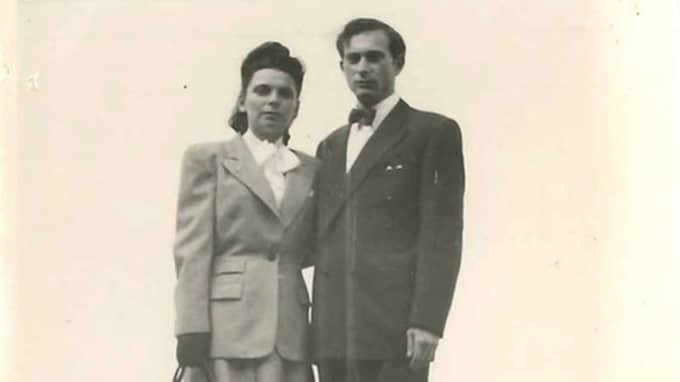 """Nadines farmor Basia Gerson (född 1923) och farfar Josef Gerson (1921-2010) och farfar som gifter sig. Basia var laboratorieassistent och Josef jobbade mestadels på Ericsson som tekniker och försäljningsdirektör. Bägge har låtit sig djupintervjuas i det stora vittnesarkiv, """"Survivors of the Shoah Foundation"""", som Steven Spielberg 1994 tog initiativ till. Foto: Olle Sporrong"""