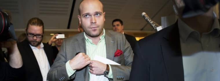 Sitter kvar. Det var efter Expressens järnrörssavslöjande som SD meddelade att Erik Almqvist skulle lämna sina förtroendeposter och i december gick Almqvist ut med att lämnar riksdagen. Trots det sitter han fortfarande kvar. Foto: Olle Sporrong