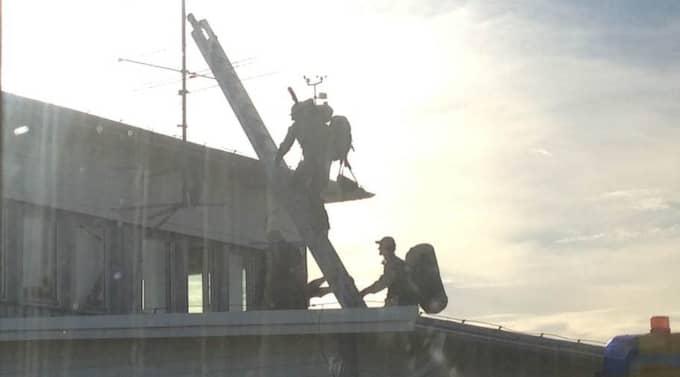 Secret Service vakar alltid över presidenten. Under onsdagsmorgonen rörde sig prickskyttar upp på tak vid Arlanda. Foto: Daniel Alsén
