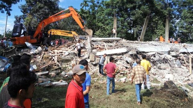 Många döda efter kraftig jordbävning i Indonesien