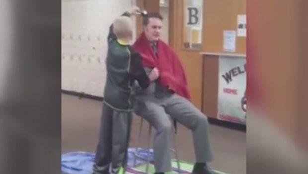 Här snaggar eleven rektorns hår - allt för ett viktigt budskap