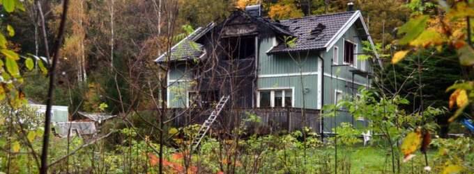 Här hittades den döde mannen i brandresterna av sitt hus.