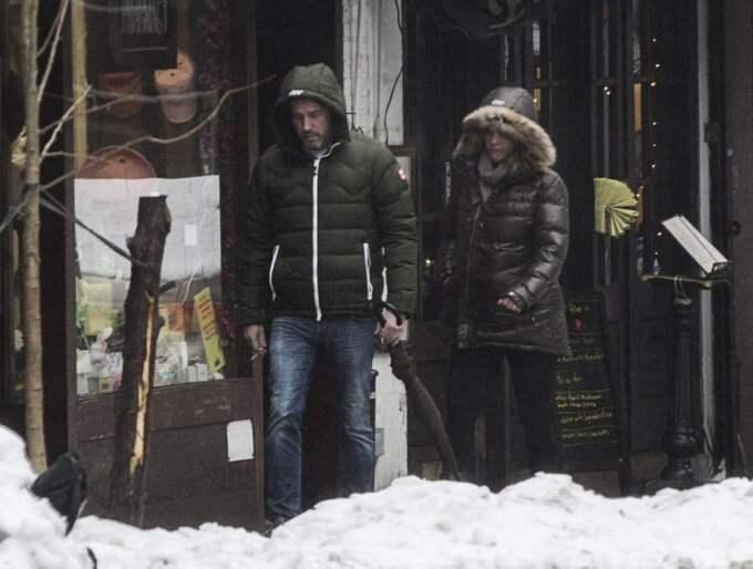 Trotsade SNöStormen. Prinsessan Madeleine ute på promenad med Chris O'Neill. De tog en gemensam fika på ett café, bara ett kvarter från lägenheten. Foto: Axel Öberg