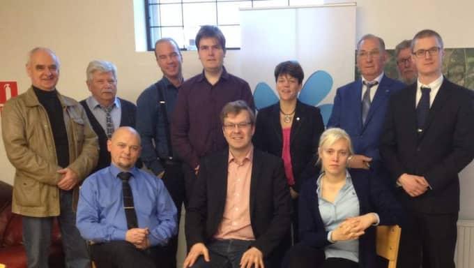 I styrelsen. Catharina Strandqvist med sina kolleger i styrelsen för Sverigedemokraterna i Halland, där hon är ledamot och sekreterare. Bilden togs vid årsmötet den 1 mars i år. Strandqvist sitter längst till höger.
