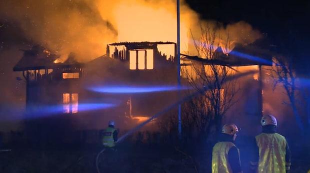 Kvinna hittad död efter stor villabrand