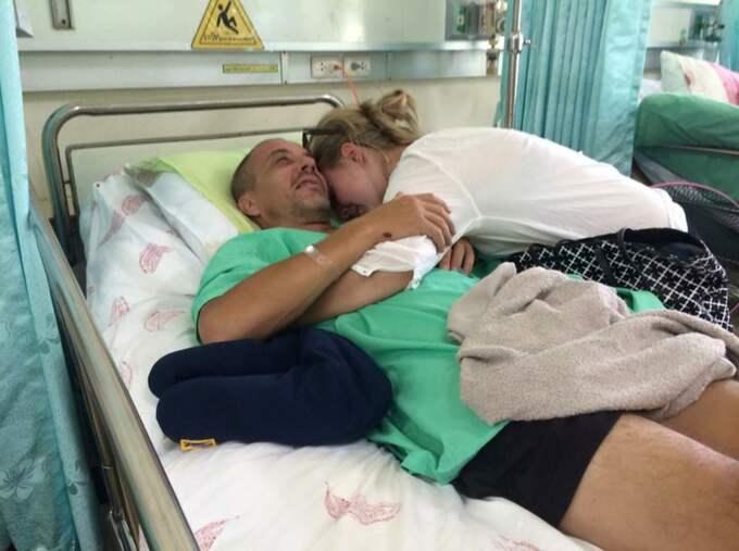 Sandra Persson får äntligen träffa sin pappa Björn Larsson efter att hon kommit fram till Phuket. Foto: Privat