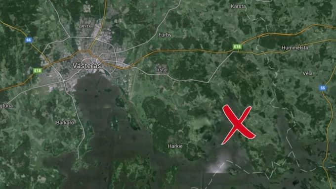 Piloteleverna hade nyligen lyft när deras flygplan försvann från radarn. Nu har de tre personerna ombord räddats efter kraschen nära Mälaren. Foto: Google maps/Skärmavbild