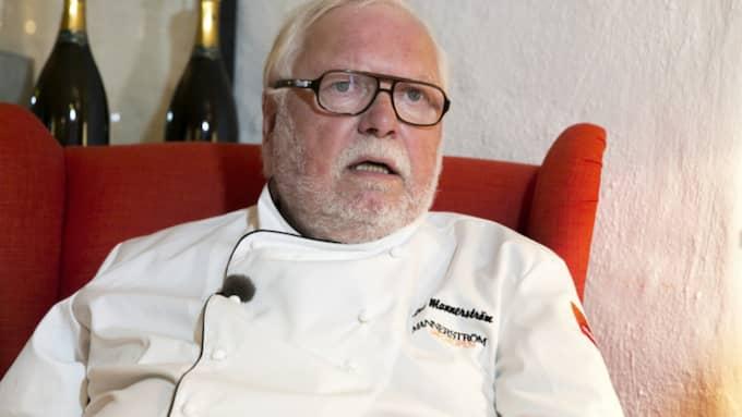 """Politikerna serverades speciallagad biff. De gamla fick pölsa. Leif Mannerström rasar mot provsmakningen: """"Herregud. Det är helt förfärligt!"""" Foto: Lennart Rehnman"""