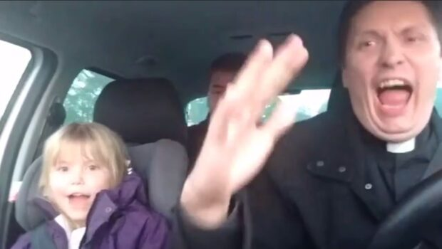 Prästens MFF-video får hela Sverige att skratta
