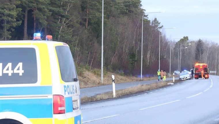 Brandmannen blev påkörd när han arbetade vid en trafikolycka under måndagen. Foto: Janne Åkesson/Swepix