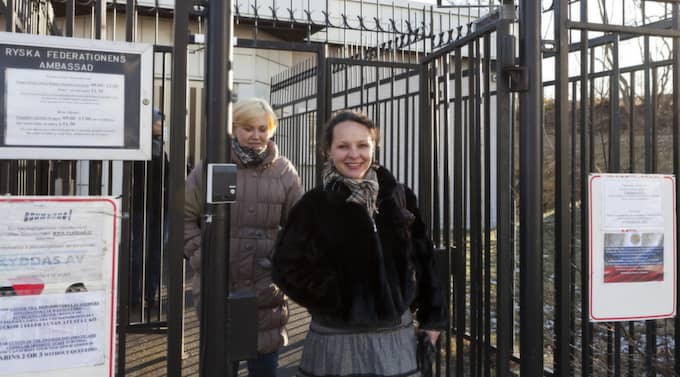 Tatyana Ruchko och Svetlana Tsaplina efter att ha röstat i Stockholm. Foto: Kristoffer Wikström