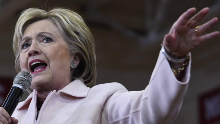 Hillary Clinton har påstått att hon inte använde sin privata mejl för hemlig information. Det visar sig nu inte vara sant. Foto: Larry W. Smith / Epa / Tt