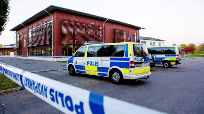 Efter bland annat skolattacken i Trollhättan, då tre personer blev mördade, kommer man från och med i höst att införa ID-kontroller för att få komma in på skolan. Foto: Henrik Jansson