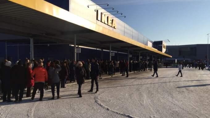 Ikea öppnar nu ett nytt varuhus i Umeå, och polisen varnar för att det kommer bli trafikkaos. Bilden är tagen vid ett tidigare tillfälle. Foto: Emanuel Otterhall