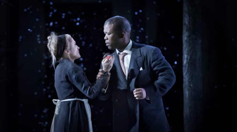 Marianne Hellgren Staykov som Susanna och Luthando Qave som Greven. Figaros Bröllop, Kungliga Operan 2015. Foto: Markus Gårder