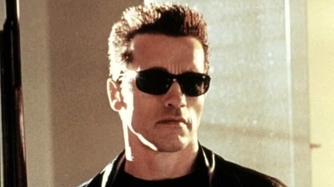 """Här är Arnold i den kända rollen som Terminator. Frasen """"I'll be back"""" har blivit världskänd. Foto: Arkivbild"""