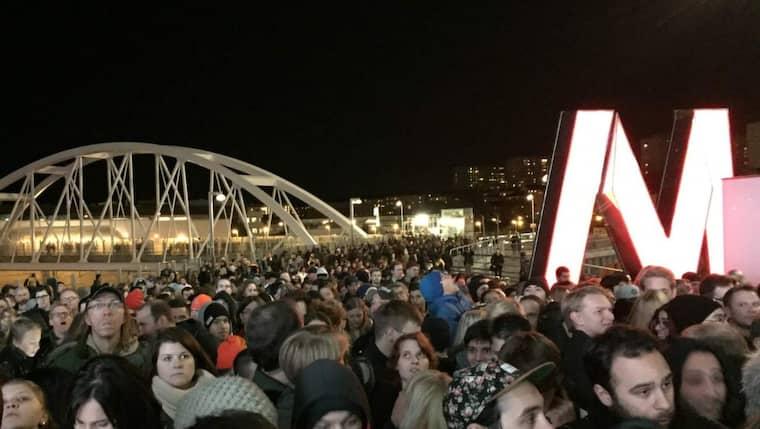 Kaos utbröt när tusentals människor ville kolla in den nya gallerian. Foto: Läsarbild