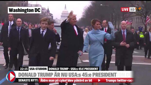 Här går familjen Trump ur bilen och vinkar till åskådare