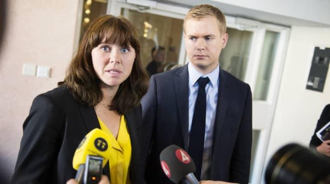 Miljöpartiets språkrör Åsa Romson och Gustav Fridolin är minst sagt under press. Foto: Anna-Karin Nilsson