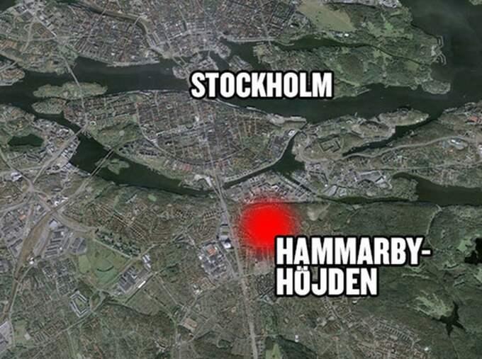 Personen hittades död i en lägenhet i Hammarbyhöjden i Stockholm.
