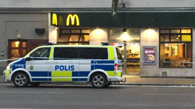 En man i 30-årsåldern har knivskurits till döds vid Medborgarplatsen i Stockholm. Foto: Kim Malmgren
