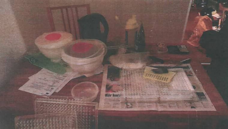 I februari förra året slog tullkriminalen i Malmö till hemma hos 34-åringen. På köksbordet hemma hos honom hittade de utrustning för någon form av tillverkning Foto: Tullverket