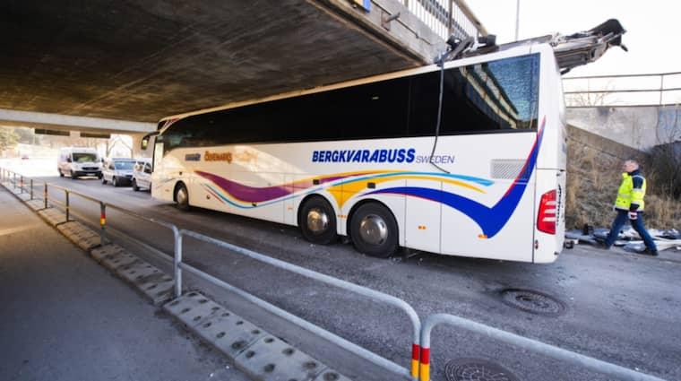 Bussen kom inte under viadukten. Foto: Mattias Mattisson/Sydöstrand