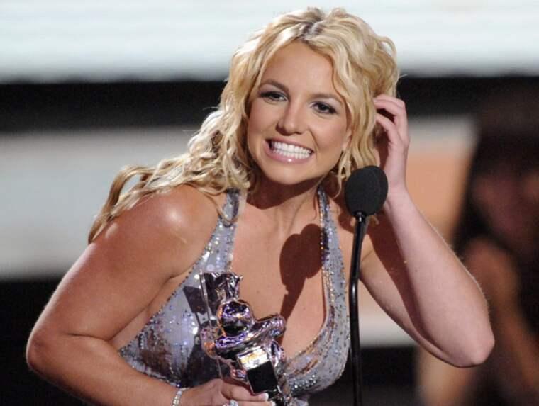 Britney Spears oväntade sexutspel på scenen. Foto: Kevork Djansezian
