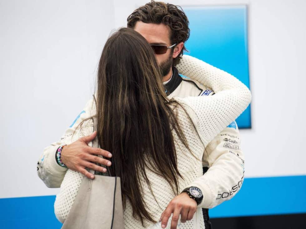 Tävlingen gick inte prinsens väg och Sofa gav en tröstande kram. Foto: Suvad Mrkonjic