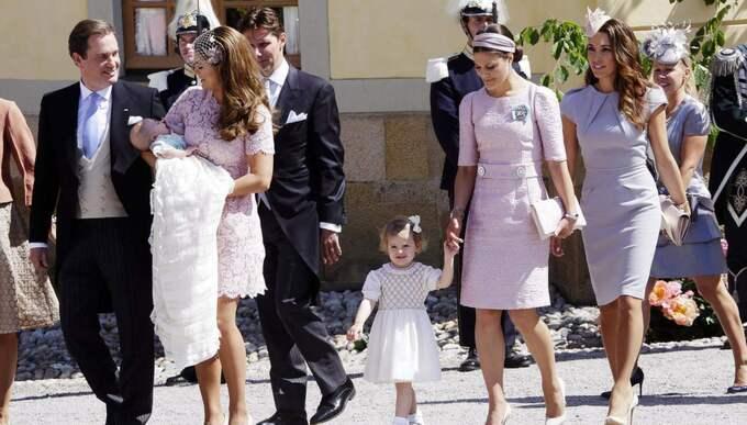 Madeleine och Chris tillsammans med bland andra kronprinsessan Victoria och Estelle under Leonores dop i juni 2014. Foto: Cornelia Nordström