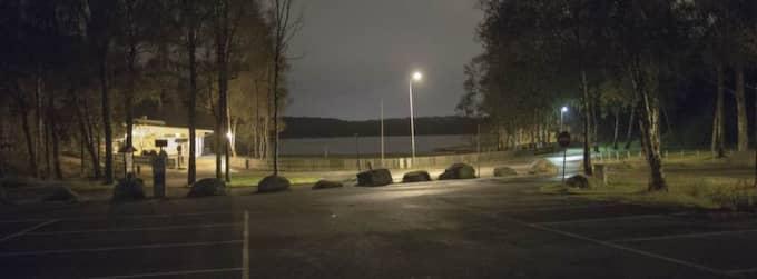 """""""KIDNAPPADES"""". Här, vid Härlanda Tjärn i Göteborg, ska den västsvenska småbarnsmamman ha hittats i september förra året efter att ha varit försvunnen. Hon påstod att hon blivit kidnappad, och åtalas nu för sina lögner. Foto: Anders Ylander"""