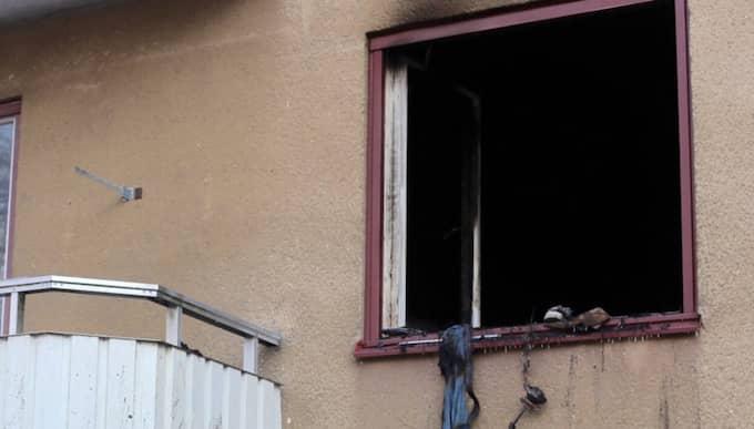 Lägenheten är nu avspärrad för teknisk undersökning och en förundersökning om mordbrand är inledd. Foto: Janne Åkesson/SWEPIX