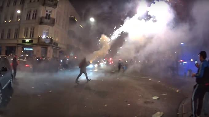Raketer sköts rakt över torget där många malmöbor samlats för att fira nyår Foto: Jash Doweyko-Jurkowski