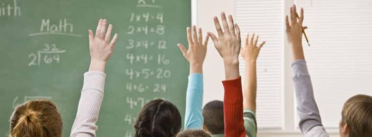 Skolan allt sämre. Medan de ansvariga håller varandra om ryggen får vi andra agera åskådare till ett skolsystem i fritt fall, skriver gymnasieläraren Göran Drougge. Foto: Shutterstock