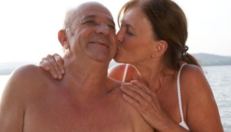 medicinsk massageterapeut söker äldre man
