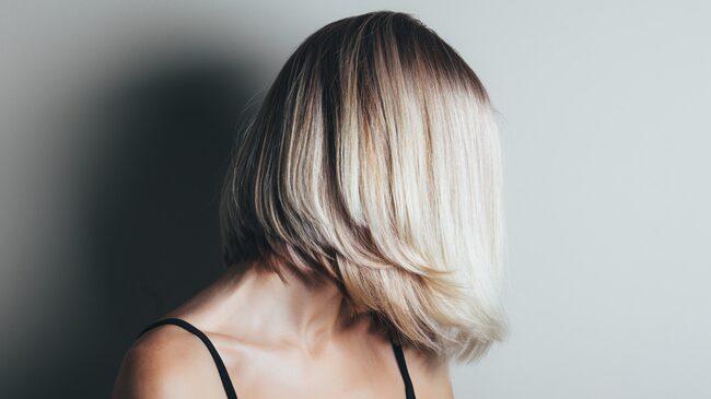 Solblekt hår.