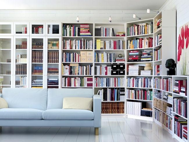 Bland annat så har bästsäljande Billy-bokhyllan fått sitt namn efter en Ikea-anställd som hette Billy Liljedahl.