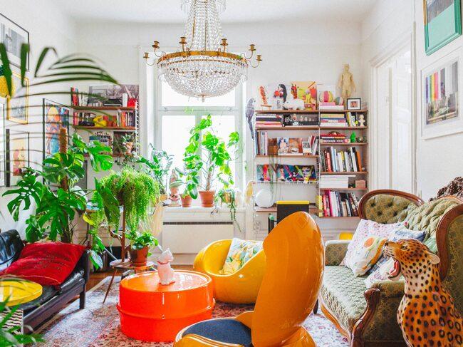 I den här lägenheten är det inte bara tapeter och köksluckor som är färgglada.