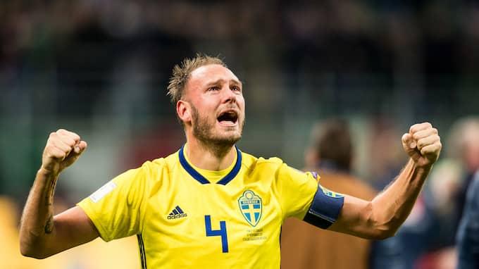 Jublet i Milano. Granqvist var en av de stora hjältarna när Sverige tog sig till VM. Foto: PETTER ARVIDSON / BILDBYRÅN