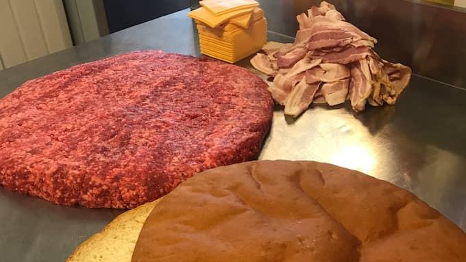 3600 gram kött, 500 gram ost, 500 gram bacon och 420 gram bröd. Foto: Privat