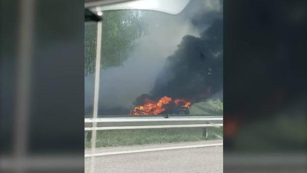 Våldsam brand rasar på E6
